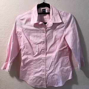 Great condition Gap stretch button down shirt.